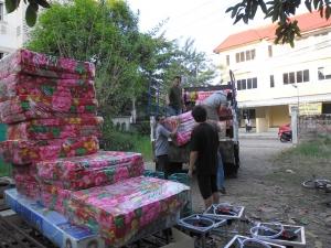 Transport van bed sets en keukenmateriaal