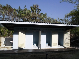 Toiletgebouw met 4 toiletten