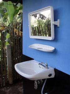 Zijkant van toiletgebouw